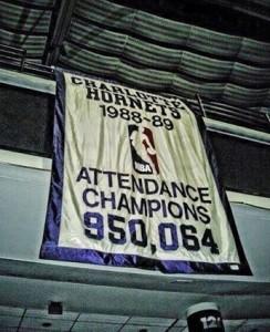 Lo stendardo che attesta la vittoria in fatto di presenze complessive di spettatori nella regular season 1988/89.
