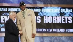 21^ Darrell (Antwonne) Arthur-PF/SF, 25/03/1988 Dallas (Texas), 206 cm, 102 kg, con gli Hornets: selezionato nel Draft NBA 2008 e scelto con la chiamata numero 27 al primo giro, Arthur viene mandato a Trail Blazers in cambio di una prima scelta, College: Kansas Jayhawks (2006-2008). Particolarità, Arthur viene inviato dai Trail Blazers ai Grizzlies, sarà dunque Memphis a far esordire Arthur nella NBA nel 2008 stesso.