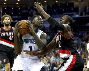 Lance Stephenson in duello contro Wesley Matthews.