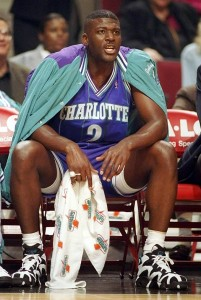 "43^ Larry (Demetric) Johnson ""Grandmama"", ""LJ""-N°2, PF, 14/03/1969 Tyler (Texas), 201 cm, 114 kg, 1991-96, scelto dagli Charlotte Hornets nel Draft NBA 1991, squadra successiva: New York Knicks, G. 377, Pt. 7405, Playoffs: G. 13, Pt. 261. http://www.youtube.com/watch?v=xOQfCgT_CwI&feature=youtu.be"