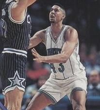 55^ LeRon (Perry) Ellis-N° 43 PF-C, 28/04/1969 Los Angeles (California), 206 cm, 102 Kg, 1993-94, squadra precedente: Aurora Desio, squadra successiva: Barcellona, G. 50, Pt. 221. http://www.youtube.com/watch?v=783d52Mwebw&feature=youtu.be Prima di arrivare agli Hornets ha giocato 4 partite nell'Aurora Desio.