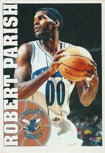 """64^ Robert (Lee) Parish """"Chief""""- N°00, C, 30/08/1953 Shreveport (Louisiana), 215 cm, 105 kg, 1994-96, squadra precedente: Boston Celtics, squadra successiva: Chicago Bulls, G. 155, Pt. 679. http://www.youtube.com/watch?v=JlkGfxBumgg Caratteristiche di Parish erano un'ottima difesa e un buon jump shoot. Arriva a Charlotte a fine carriera, gli Hornets lo impiegano come centro di riserva dietro Mourning. L'idea è quella che possa dare esperienza e cm, insomma portare qualità dalla panchina, ma con la partenza di Mourning nel 1995/96 gioca 34 partite partendo nello starting five, mentre le presenze stagionali nell'anno saranno 74. E' entrato nella Basketball Hall of Fame nel 2003. Era soprannominato Chief o The Chief (Il Capo), perché ricordava il gigantesco indiano muto personaggio del film Qualcuno volò sul Nido del Cuculo. Pare che il soprannome gliel'abbia messo l'ex compagno dei Celtics Cedric Maxwell, anche in virtù della sua natura stoica."""
