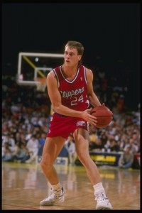 66^ Joe (Joseph James) Wolf-N°43/30 PF-C, 17/12/1964 Kohler (Wisconsin), 211 cm, 104 kg, 1994-95 e 1999, squadre precedenti: León (Spagna) (1993/94) e Denver Nuggets (1997/98), squadra successiva: Orlando Magic, G. 67, Pt. 90. http://youtu.be/tyMOUeMY5KU