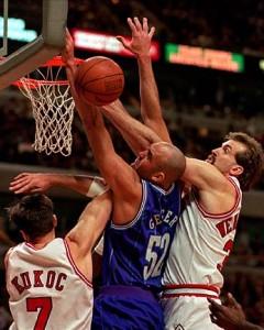 70^ Matt ('hew Allen) Geiger-N°52, C, 10/09/1969 Salem (Massachusetts), 213 cm, 112 kg, 1995-98, squadra precedente: Miami Heat, squadra successiva: Philadelphia 76ers, G. 204, Pt. 2188. http://youtu.be/LDIIKBIH5Ik