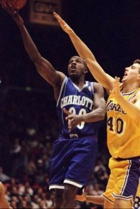 80^ Tony (Lorenzo) Delk-N°00, PG, 28/01/1974 Covington (Tennessee), 185 cm, 86 kg, 1996-97, squadra precedente: selezionato dagli Charlotte Hornets al Draft NBA 1996 al primo giro con la scelta N°16, G. 64, Pt. 340. http://www.youtube.com/watch?v=rk4DwFbLftI&feature=youtu.be