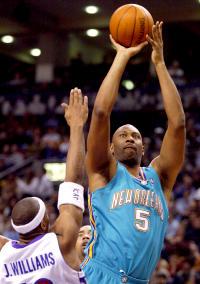 98^ Elden (Jerome) Campbell-N°41/5, C, 23/07/1968 Los Angeles (California), 213 cm, 127 kg, 1999-2003, Squadra precedente: Los Angeles Lakers, Squadra Successiva: Seattle SuperSonics, G. 306, Pt. 3868. http://www.youtube.com/watch?v=7qH1eu2n-dg