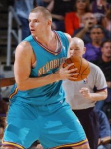 "150^ Maciej Lampe ""The Magic Lamp""-N°15, C, 05/02/1985 Lodz (Polonia), 210 cm, 110 kg, 2005, squadra precedente: Phoenix Suns, squadra successiva: Houston Rockets, giovanili: Real Madrid B, G. 23, Pt. 71. http://www.youtube.com/watch?v=4uOxmlZk4hY&feature=youtu.be"