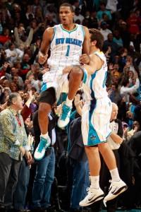 "194^ Trevor (Anthony) Ariza ""The Cobra""-""Switchblade""-N°1, SF, 30/06/1985 Miami (Florida), nazionalità: americana e dominicana, 203 cm, 95 kg, 2010-2012, squadra precedente: Houston Rockets, squadra successiva: Washington Wizards, G. 116, Pt. 1270, Playoffs: G. 6, Pt. 93. Pagina Twitter: https://twitter.com/@TrevorAriza http://www.youtube.com/watch?v=q4f7OWIxINE&feature=youtu.be http://youtu.be/bYTN5aSRMrw"
