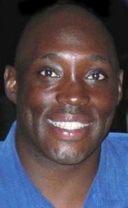 """Cedric Hunter-N°15, PG, 16/01/1965, Omaha, 183 cm, 82 kg, 1992, G. 1, Pt. 0. Cedric Hunter era un """"playmaker di 183 cm che giocava al college nei Kansas Jayhawks. Hunter, a dispetto della sua statura, era un diavolo di un rimbalzista, anche se la sua qualità migliore era fornire assist. Con Danny Manning e l'allenatore Larry Brown (un allenatore allenato parecchio in NBA ed ha un trascorso come giocatore nei New Orleans Buccaneers) raggiunge le Final Four con i Jayhawks nel 1986: http://www.youtube.com/watch?v=LCtVbehzm44 Hunter però non troverà spazio in NBA, il contratto di 10 giorni dagli Charlotte Hornets il 15 febbraio 1992 sarà l'unico della sua carriera NBA. Già però il 20 febbraio termina la sua avventura con la franchigia del North Carolina, con un solo minuto giocato in campo il 16 febbraio (nella vittoria contro Miami) e 0 nelle caselle delle statistiche."""