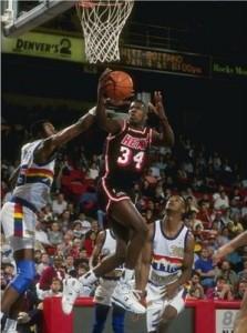 97^ Willie Burton-N°9, SF, 26/05/1968 Detroit, 203 cm, 95 kg, 1999, squadra precedente: San Antonio Spurs, squadra successiva: Iraklio Creta (Grecia), G. 3, Pt. 4.