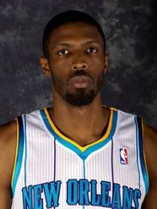 223^ Hakim (Hanif) Warrick-N°1, PF, 08/07/1982 Philadelphia (Pennsylvania), 206 cm, 99 kg, 2012, squadra precedente: Phoenix Suns, squadra successiva: Charlotte Bobcats, College: Syracuse Orange, G. 1, Pt. 4. Pagina Twitter: http://twitter.com/@hdubb21 http://www.youtube.com/watch?v=MvV5OK_XVWY&feature=em-upload_owner Acquistato dai Phoenix Suns nell'estate del 2012 e scambiato dopo una sola partita giocata con gli Hornets per Matt Carroll, quasi subito tagliato da New Orleans.