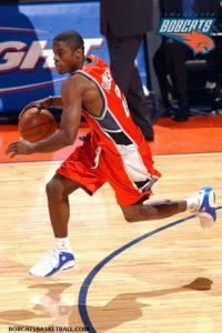 Bernard Robinson-N°-,SG/SF, Washington (D.C.) 26/12/1980, 198 cm, 95 kg, con gli Hornets: 29/10/2007 ed immediatamente tagliato, College: Michigan Wolverines (2000-2004). Gli Hornets lo acquistano insieme a Mile Ilić più del denaro in cambio di David Wesley il 29 ottobre 2007 ma insieme al compagno serbo viene immediatamente tagliato. Robinson comunque, oltre che una decina di presenze nei Nets nel 2007, aveva già vestito la divisa dei Bobcats 118 volte segnando 566 punti dal 2004 al 2007.