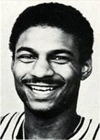 """3^ Michael (Anthony) Brooks-PF, 17/08/1958 Philadelphia (Pennsylvania), 200 cm, 100 kg, College: La Salle Explorers. Prelevato dai Denver Nuggets nel draft d'espansione il 23 giugno 1988, """"Mike"""" non giocherà mai con gli Hornets e nemmeno più in NBA. Passerà diversi anni in Francia con Limoges, Levallois e Strasburgo."""