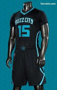 Divisa con maniche corte nera. Dal 2015/16 al... Divisa alternativa recante il logo Buzz City sulla maglia e sul bordo alto dei pantaloncini. Con questa divisa: 6 G., 4 V., 2 P. (comprese le tre gare di Playoffs 2016).