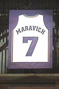 """Retired Number: 7, """"Pistol"""" Pete Maravich (maglia ritirata solo dagli attuali New Orleans Pelicans)."""