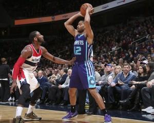 Neal contro Wall. Anche per la PG di riserva degli Hornets è stata una buona partita.