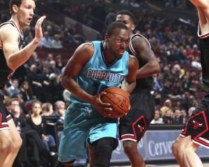 Kemba Walker nel cuore della difesa dei Bulls. Finirà con 29 punti.