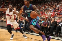 Marvin Williams in fase di attacco dalla baseline.