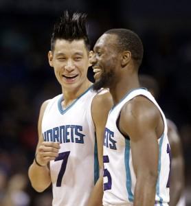 Lin e Walker felici.