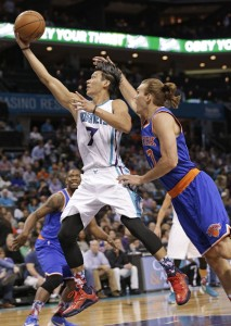 Jeremy Lin trascina nel finale gli Hornets. Con 17 punti è il secondo top scorer dei Calabroni nella serata.