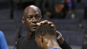Jordan consola Walker dopo l'errore nel finale.