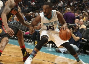 Kemba Walker contro Jeff Teague.
