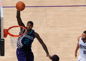 Marvin Williams in schiacciata.