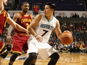 Jeremy Lin raddoppiato, finirà comunque con 24 punti.