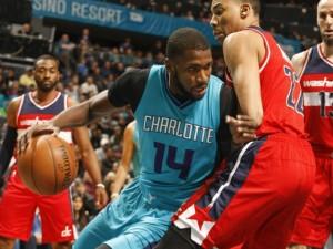 MKG alle prese con la difesa dei Wizards chiuderà con 9 punti e 0 rimbalzi.