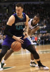 Kaminsky perde palla contro Middleton. Immagini da Associated Press.
