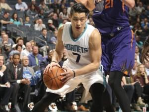 Jeremy Lin, non una grande serata in attacco, ma si conferma rognoso in difesa.