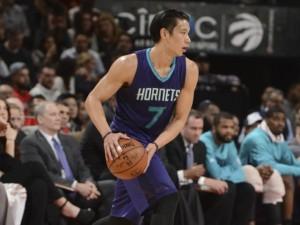 Jeremy Lin, altra buona serata con 21 punti ma non è stato sufficiente per spingere i Calabroni alla vittoria.