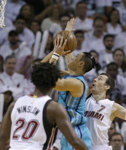 Jeremy Lin nel primo quarto ha attaccato bene il canestro.