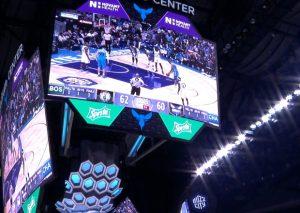 Il nuovo scoreboard in una fase della partita.