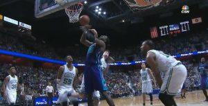 Hibbert son riesce a segnare per la mazzata di Jerebko. Gli Hornets hanno commesso la metà dei falli fischiati ai Celtics.
