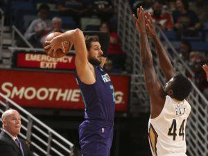 Ventidue punti di Marco Belinelli non bastano agli Hornets. NBAE (Photo by Layne Murdoch/NBAE via Getty Images)